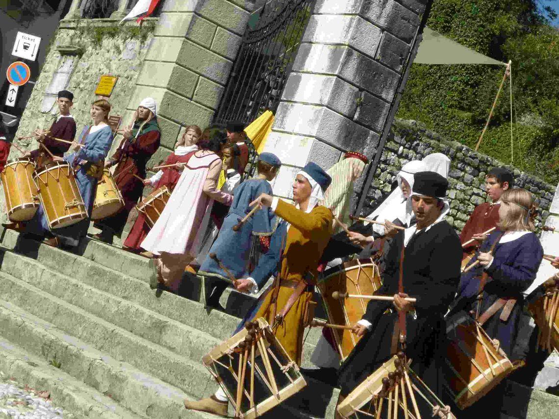 Giornate Medievali – Alla Corte Caminese - tamburini -  Associazione Storico Culturale Undicigradi