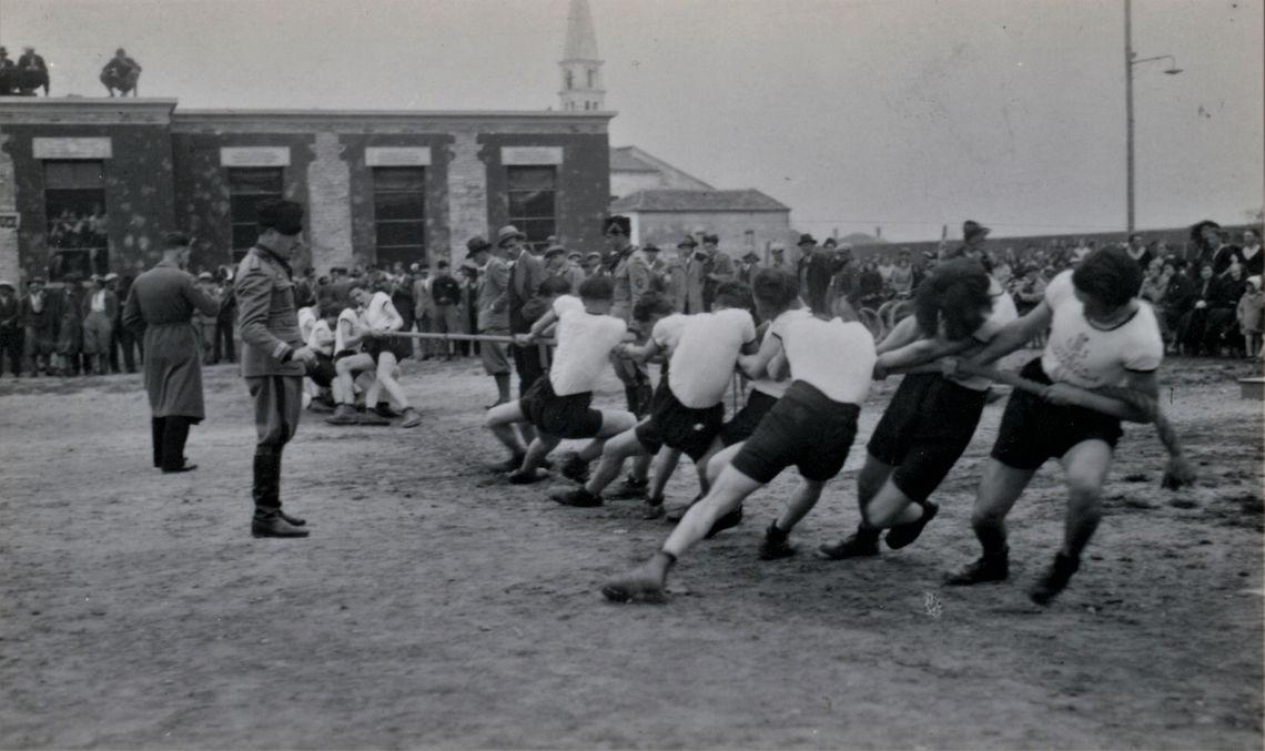 Torre di Mosto 1933. Gara di tiro alla fune 02