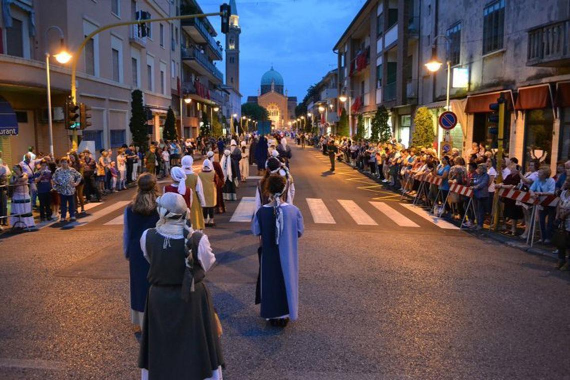 """Palio di Sant'Antonin - processione -  Associazione """"Palio Arcella"""""""