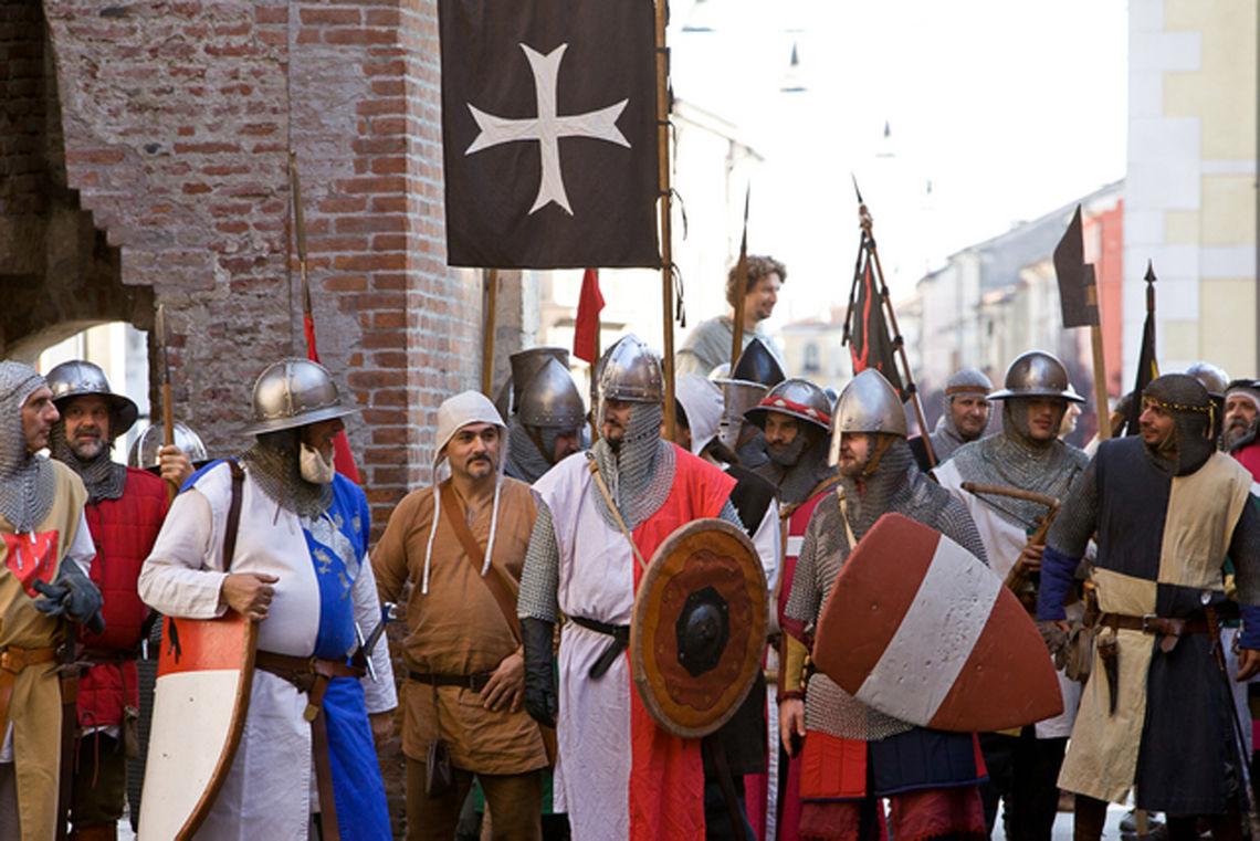 """Voci dall'Evo di Mezzo - 1 -  Associazione """"L'Arme, Le Dame, i Cavalieri"""""""