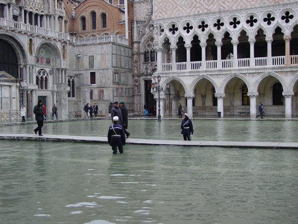 Acqua alta in piazza San Marco - Crediti: Ufficio Unesco del Comune di Venezia