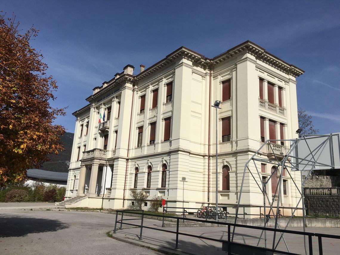 BiblioTour – Lorenzago di Cadore BL, Palazzo ai caduti