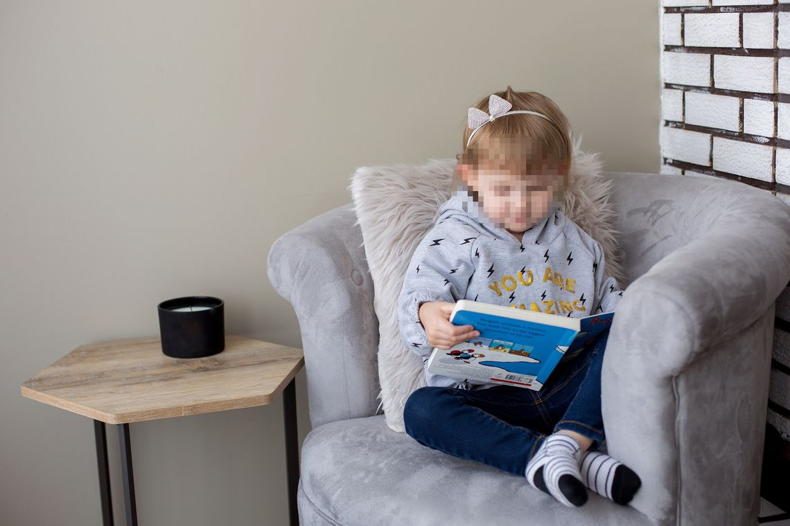 little girl in her reading chair - Crediti: Foto: Shopify Partners