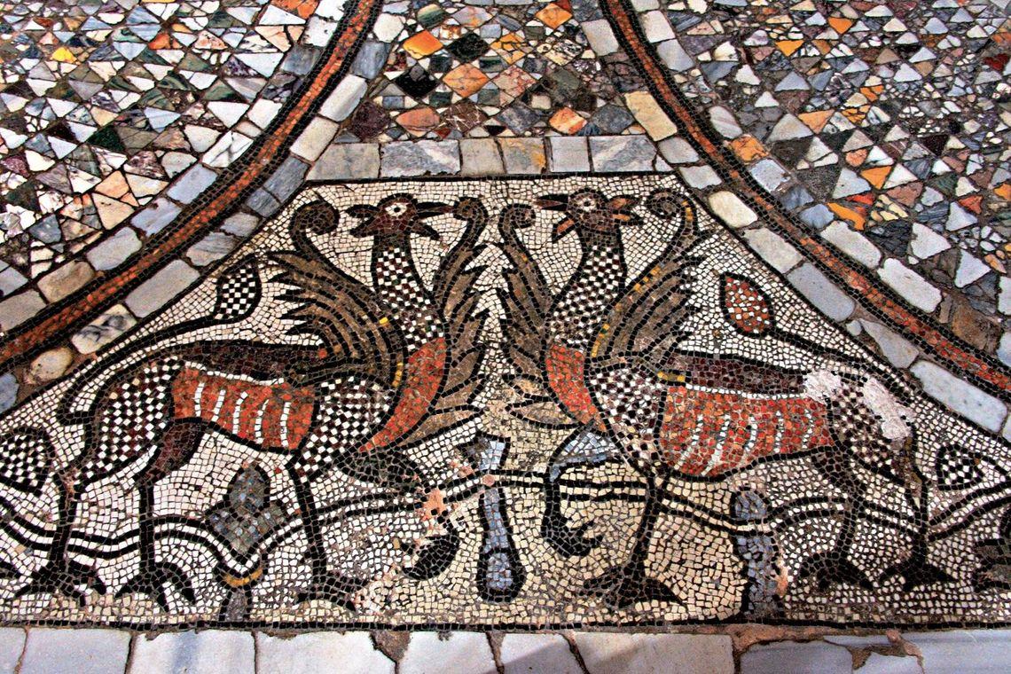 """Murano, Basilica dei Santi Maria e Donato, pavimento musivo -  Foto di Roberto Barcellona, Biblos, """"Venezia. Regina del mare e delle arti"""""""