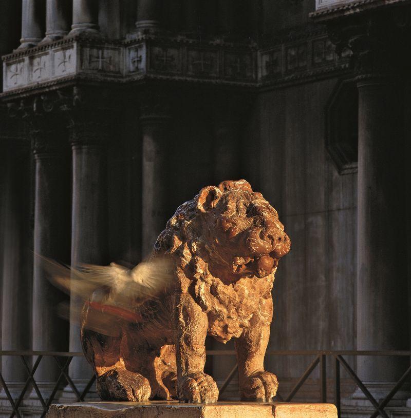 Piazzetta dei Leoncini: particolare di uno dei due leoni (G. Bonazza, secolo XVIII) -  Archivio BIBLOS - Photo: Bepi Bruno