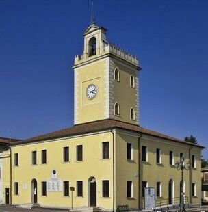 BiblioTour, Trecenta (Ro), Torre civica